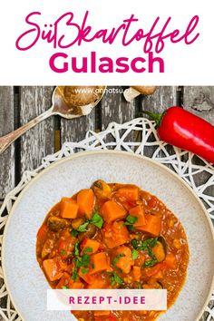 Heute hab ich leckeres Süßkartoffel Gulasch für dich. Gulasch ist ein super Rezept und man kann auch gleich mehrere Portionen vorkochen. Dieses Gulasch Rezept wird dir schmecken! #süßkartoffel #süßkartoffelrezepte #gulasch #gulaschrezept #gulaschrezepteinfach #süßkartoffelgulasch Super, Tricks, Curry, Paleo, Ethnic Recipes, Fitness, Food, Sweet Potato Recipes, Metabolic Diet