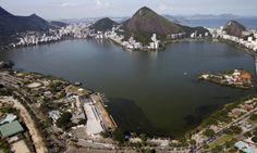 """No coração da Zona Sul, a história da Lagoa Rodrigo de Freitas                                                                                     A lagoa é conhecida como """"O Coração do Rio"""", devido a seu formato semelhante a um coração - Custódio Coimbra / Agência O Globo"""