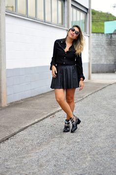 Segura o Picumã por Mica Kodama | Look do dia: Bota com correntes em look all black! | http://www.seguraopicuma.com.br