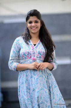 Aparna-Balamurali-at-Sunday-Holiday-Promo-Meet-16.jpg (1000×1505)