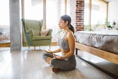Interested in starting a meditation practice, but think you're too busy or just not good at meditation? A holistic psychologist explains how to get past the excuses and start practicing mindfulness every day. Benefits Of Mindfulness, Meditation Benefits, Mindfulness Practice, Meditation Practices, Meditation Retreat, Daily Meditation, Mindfulness Meditation, Florida International University, Spiritual Health