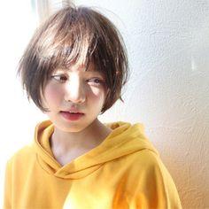 HAIR(ヘアー)はスタイリスト・モデルが発信するヘアスタイルを中心に、トレンド情報が集まるサイトです。10万枚以上のヘアスナップから髪型・ヘアアレンジをチェックしたり、ファッション・メイク・ネイル・恋愛の最新まとめが見つかります。 Girl Short Hair, Short Girls, Short Hair Cuts, Cut My Hair, Love Hair, Shot Hair Styles, Curly Hair Styles, Korean Short Hair, Ulzzang Hair