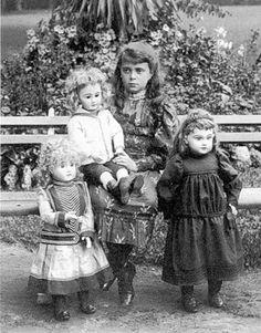 Образы девочек с куклами на старинных фото и открытках / Интересненькое / Бэйбики. Куклы фото. Одежда для кукол