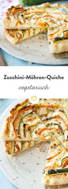 Ein herzhafter und leichter Sommerkuchen mit einer köstlichen Frischkäsecreme. Möhren- und Zucchinistreifen bringen viel Farbe und noch mehr Geschmack.