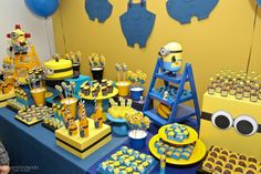 Minions Minions Birthday Theme, Minion Theme, Boy Birthday Parties, Birthday Cakes, Candy Bar Minions, Minion Party Decorations, Pink Minion, Minion Banana, Party Cakes