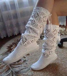 Nice Crochet Idea With Pattern - Diy Crafts Crochet Boots Pattern, Shoe Pattern, Crochet Slippers, Crochet Patterns, Crochet Slipper Boots, Crochet Baby, Free Crochet, Knit Crochet, Crochet Sandals