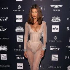 Bella Hadid Wore 3 Completely Different Naked Looks Out in NYC Bella Hadid's 3 Naked Outfits Are So Different Bella Hadid Estilo, Bella Gigi Hadid, Bella Hadid Hair, Bella Hadid Makeup, Who What Wear, 1990 Style, Estilo Hippie, Mode Style, Mannequins