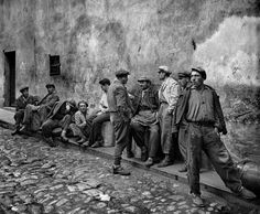 """Ara Güler is an Armenian-Turkish photojournalist, nicknamed """"the Eye of Istanbul"""" or """"the Photographer of Istanbul"""". He is considered one of Turkey's few internationally known photographers. Old Photography, Monochrome Photography, Artistic Photography, Photography Magazine, Marc Riboud, Henri Cartier Bresson, Paris Match, Planet Of The Apes, Cultural"""