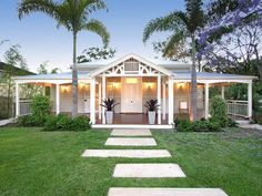 My favourite Queensland colonial home Queenslander House, Colonial, Level Homes, Australian Homes, Outdoor Living, Outdoor Decor, Facade House, House Front, Front Porch