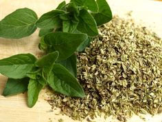 This week's magical herb is oregano. Oregano has a strong, savory flavor and pungent aroma. While famous for its use in Italian dishes, oregano is also Oregano Oil For Colds, Oregano Oil Benefits, Oregano Essential Oil, How To Dry Oregano, How To Dry Basil, Essential Oils, Curry Vert, Le Curry, Natural Treatments
