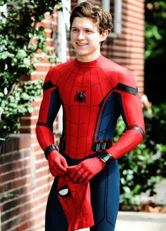 Tom Holland as Peter Parker with Spiderman: Homecoming Tom Holland Peter Parker, Tom Parker, Stark Tower, Marvel Dc, Tom Holand, Men's Toms, Tommy Boy, Joss Whedon, Mark Lee
