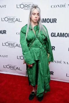Billie Eilish's Best Fashion Moments Billie Eilish, Her Style, Cool Style, Vogue Magazine Covers, This Girl Can, Wearing All Black, White Turtleneck, Anna Wintour, L'oréal Paris