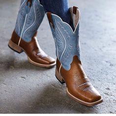 to wear Western Boots Womens light weight Ariat boot El Potrerito Leichter Damen Ariat Stiefel El Potrerito Cute Cowgirl Boots, Cowgirl Outfits, Cowboy Boots Women, Cute Boots, Western Boots, Cowgirl Tuff, Western Riding, Cowgirl Style, Western Style