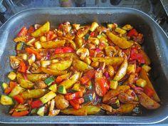 Mediterrane Kartoffel-Gemüsepfanne Mediterranean potato-vegetable pan, a nice recipe from the category vegetables. Vegetarian Recipes, Cooking Recipes, Healthy Recipes, Potato Vegetable, Casserole Recipes, Food Inspiration, Clean Eating, Good Food, Food Porn