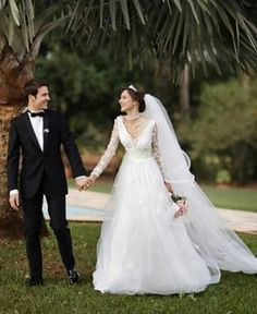 Jessica May evlendi Turkish Actors, Wedding Dresses, Fashion, Engagement, Bride Dresses, Moda, Bridal Gowns, Alon Livne Wedding Dresses, Fashion Styles