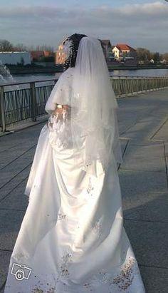 Robe princesse en satin duchesse, buste brodé et perlé