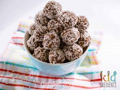 FREEZABLE Delicious cacao and coconut seedy bliss balls, perfect for lunchboxes and snacks. A naughty treat that isn't at all naughty! Kid friendly to eat and make! Healthy School Snacks, School Lunches, Healthy Food, Healthy Eating, Diet Snacks, Raw Food, Healthy Treats, Healthy Kids, Healthy Cooking