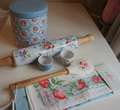 Home sweet home Shabby Chic Home Accessories, Shabby Chic Decor, Kitchen Accessories, Cath Kidston Kitchen, Cozinha Shabby Chic, Cozy Kitchen, Kitchen Ware, Kitchen Stuff, Sweet Home