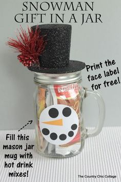 This snowman gift in a jar can be made in minutes.  Fill a mason jar mug with hot drink mixes for a great gift!  Get the instructions and free printable face labels