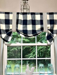 Sew Curtains no sew black and white plaid valence tutorial - If you are looking for on trend buffalo check curtains without the high price of the Department Store, check out this easy no sew buffalo check version. Kitchen Decor Themes, Home Decor Kitchen, Diy Kitchen, Kitchen Ideas, Lemon Kitchen Decor, Orange Kitchen, Boho Kitchen, Decorating Kitchen, Kitchen Paint