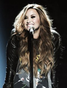 Demi Lovato is playing a lesbian on Glee. Maybe she's Nayas lover? OMG EXCITED WOOO