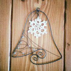 Závésná dekorace zvonek Wire Ornaments, Christmas Crafts, Christmas Ornaments, Wire Art, Wire Wrapping, Sewing Crafts, Crafts For Kids, Recycling, Miniatures