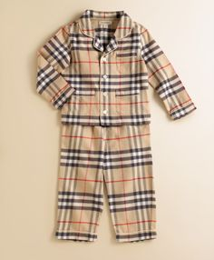 Burberry now has pajamas for babies in the classic button down style just like big kids! These infant PJs are made in a soft cotton with a smart check trim at the collar, placket, pockets and. Little Boy Outfits, Little Boy Fashion, Baby Boy Outfits, Kids Fashion, Kids Pjs, Boys Pajamas, Pyjamas, Outfits Niños, Kids Outfits