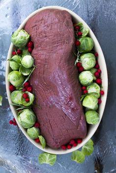 Hirvipaisti jallukastikkella ja ruusukaalilla. Venison, Beef, Wine Recipes, Lamb, Steak, Food And Drink, Favorite Recipes, Baking, September