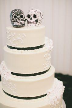 Skull Wedding Cake. Sacramento Wedding Planner. Alluringeventsanddesign.com
