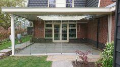 Exclusieve veranda van Veranda Plaza met luxe glazen schuifwanden en dimbare terrasverwarmers en verlichting welke ieder afzonderlijk zijn te bedienen met 1 afstandbediening