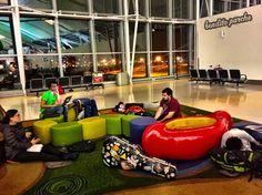 De las mil y una noches con El Parche. Nuestro cuarto en el #aeropuerto de #Toronto.