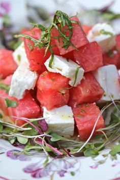 Watermelon Feta Salad with Lemon Basil Dressing. Someone made watermelon and feta salad at a street BBQ and it was Yuuuuuummy! I would maybe have prefer with softer feta or goat cheese. I Love Food, Good Food, Yummy Food, Tasty, Watermelon And Feta, Feta Salat, Cooking Recipes, Healthy Recipes, Soup And Salad