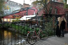 El Akerselva a su paso por Ingens Gate. Oslo / The Akerselva River through the Ingens gate Oslo, Hipster, River, The Neighborhood, Street, Walks, Hipsters, Hipster Outfits, Rivers