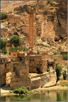 Hasankeyf/ Batman / Turkey Vacation Places, Vacation Destinations, Japan Travel, Italy Travel, Batman City, Travel Route, Travel Reviews, Turkey Travel, Ancient Architecture