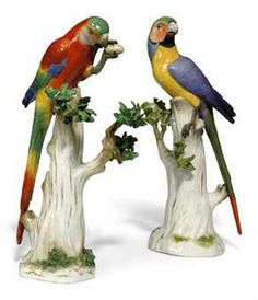 Ceramic Birds, Ceramic Art, Fine Porcelain, Porcelain Ceramics, Displaying Collections, Wood Carving, Sculptures, Animals, Tree Stump