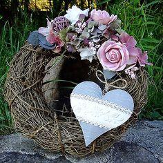 Věnec celoroční -  Krajkové srdíčko  v náruči růží