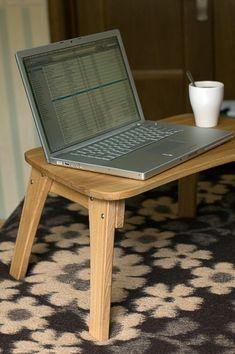 Mesa de madeira compacta e conveniente para notebook