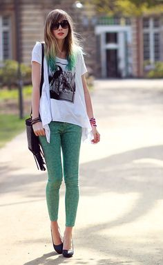 Really like these green jeans and dip dye hair x