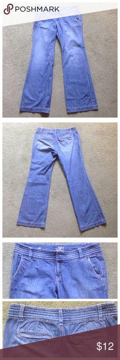 "Ann Taylor Loft Size 6 Relaxed Blue Jeans Excellent condition; Across waist - 16.5"", Front rise - 8"", Inseam - 31.5"", Leg opening - 10""; 100% cotton Ann Taylor Loft Jeans Flare & Wide Leg"