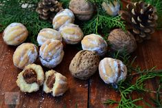 Nuci umplute cu crema - CAIETUL CU RETETE Romanian Food, Romanian Recipes, Cookies, Sprouts, Garlic, Stuffed Mushrooms, Projects To Try, Cooking Recipes, Yummy Food