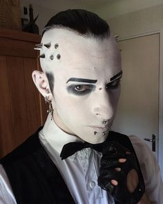 "💀Van Hitman⚰ en Instagram: ""Small preview make-up of the session today 😁#goth #gothic #chrismotionless #montionlessinwhite #costume #spikes #classicgoth #makeup…"""