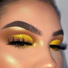 Pop of yellow🍋- inspired by 💛💛 ___ jelly much eyeshadow shade origami lipgloss shade atta girl Examine these shockingly lovely all make-up inspiring ideas that often do the most. Ooof💛💛~ love that makeup Yellow toned eye makeup - Hair and B Glam Makeup, Skin Makeup, Makeup Inspo, Eyeshadow Makeup, Eyeshadow Palette, Makeup Geek, Brown Eyeshadow, Beauty Makeup, Glitter Eyeshadow