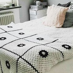 47 Amazing And Easy Crochet Blanket Patterns For Beginners - Page 28 of 57 Easy Crochet Blanket, Crochet For Beginners Blanket, Crochet Patterns For Beginners, Crochet Blanket Patterns, Beginner Crochet, Crochet Blankets, Learn To Crochet, Diy Crochet, Crochet Hooks