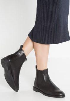 Die 67 besten Bilder von Schuhe   Loafers   slip ons, Nike shoes und ... 6e77de2ea3