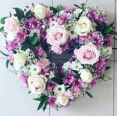 How cool is that heart by @daisyrosefloral? #meijerwhite #meijersweet #meijerroses #weddinginspiration #weddingideas #weddingflowers #weddingdecor #bride #flowers #flowerstagram #flowerslover #roses