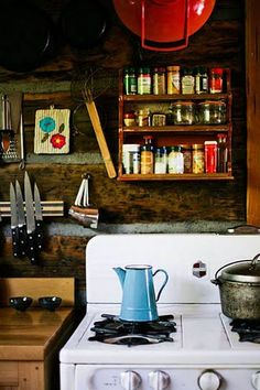 Cool 49 Colorful Boho Chic Kitchen Designs : 49 Colorful Boho Chic Kitchen Designs With Wooden Kitchen Walls Cabinet Appliances Wooden Table Stove Oven Boho Kitchen, Vintage Kitchen, Retro Vintage, Nice Kitchen, Country Kitchen, Homey Kitchen, Vintage Cabin, Kitchen Walls, Eclectic Kitchen