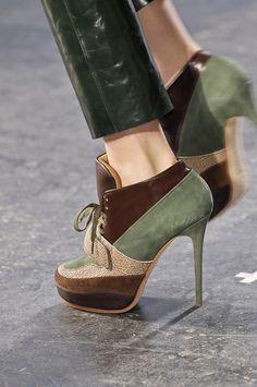 tendencia accesorios calzado con pasadores invierno lima peru