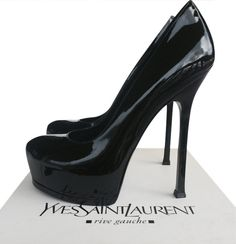 The rounded, closed toe Yves Saint Laurent pump with internal platform and beautifully crafted stiletto heel lengthen legs in the most stylishly discrete of ways. Dimensions: Heel 105mm, Platform 1.5