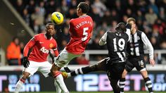 Newcastle 3 - 0 Man Utd Van Persie, Basketball Court, Soccer, Newcastle, Manchester United, Robin Van, The Unit, Sports, House