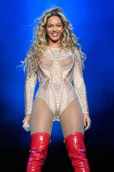 """Beyoncé Shares Ronda Rousey's """"Femininely Badass"""" M.O. at Made in America Fest   - ELLE.com"""